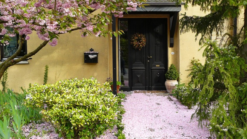 Impressive Ways To Enhance Your Front Door Entry