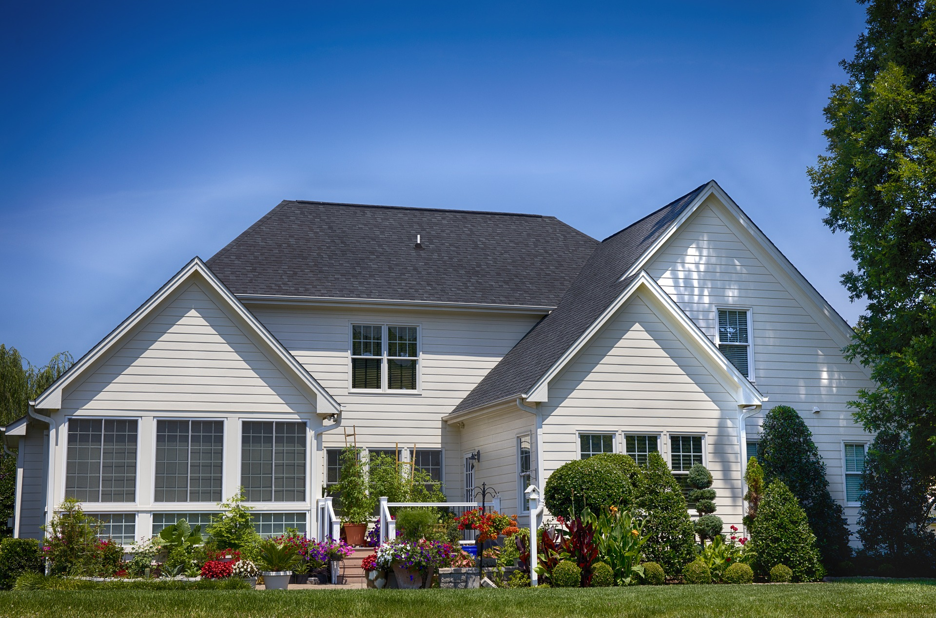 9 Important Steps To Improve Your Homes Curb Appeal!