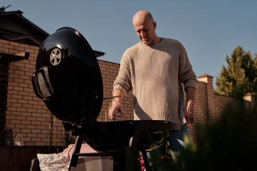 Here Is How You Can Have a Stress-Free Backyard Barbecue